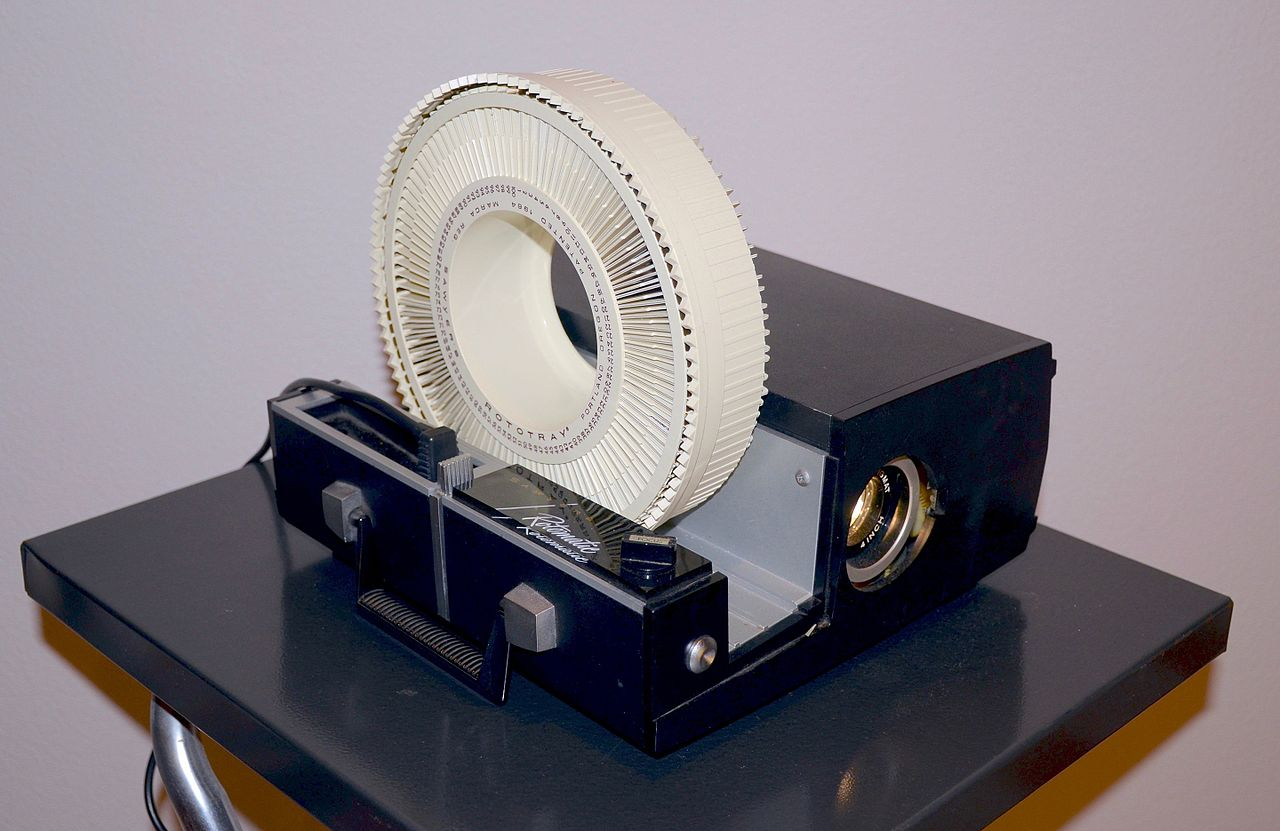 Sawyer's_Rotomatic_slide_projector
